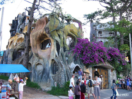 051-crazy-house-da-lat.jpg