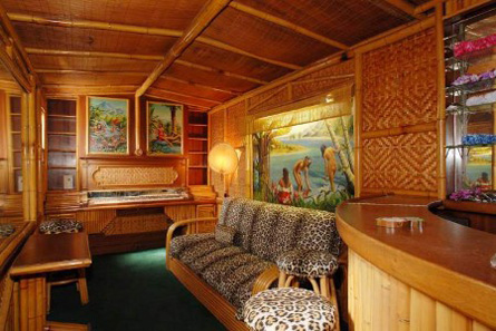 tiki-bar-at-the-wolfs-lair-in-h