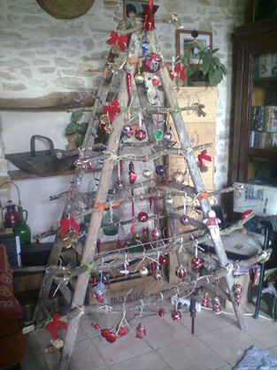ladder-christmas-tree-recyclart-600x800