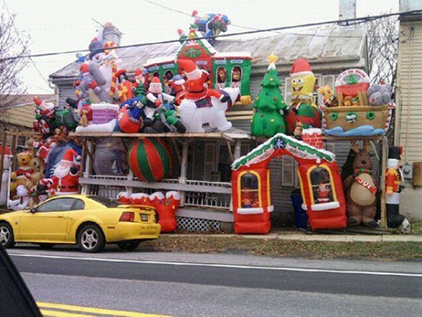 tacky_christmas_decorations_640_15